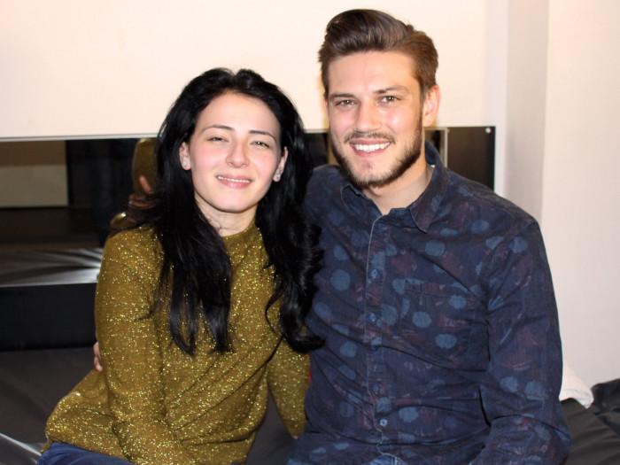Film Gekke Petertje filmt mooie Jasmin (20) voor de zekerheid gewoon binnen