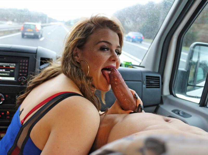 Film Sex in onze bangbus op de snelweg!